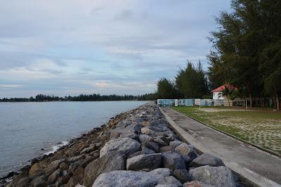 Bagian Tepi pantai Mulu Marriot Hotel and Spa