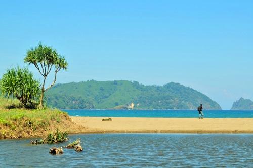 Catatan Sumiati Wisata Pantai Bandealit Di Jember