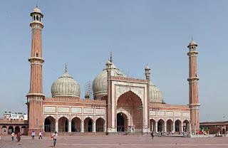 Membangun dan Mengimarahkan Masjid