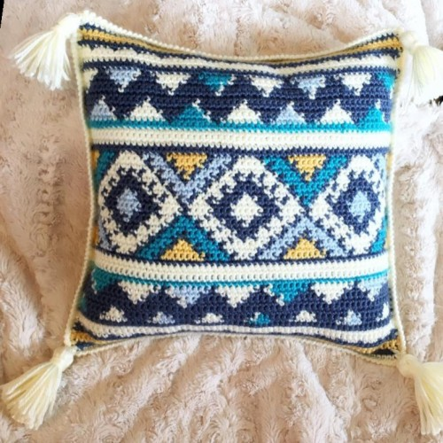 Aztec Throw Pillow - Free Crochet Pattern