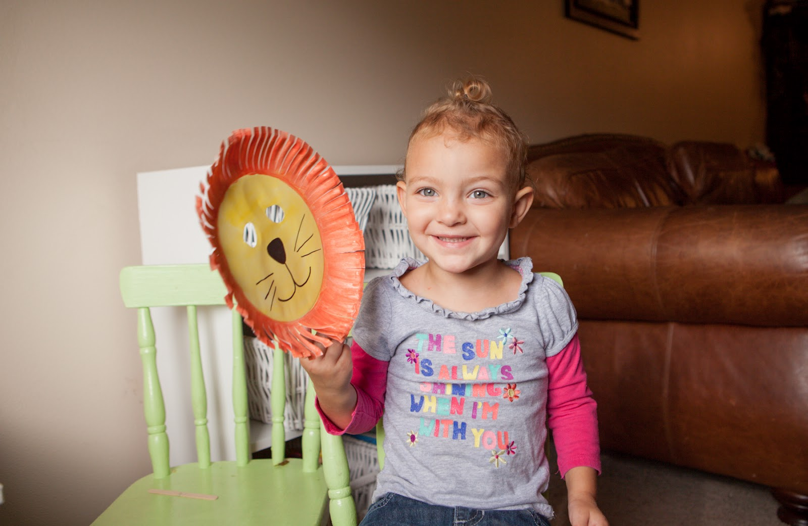 Mommy Minutes: Paper Plate Lion Mask