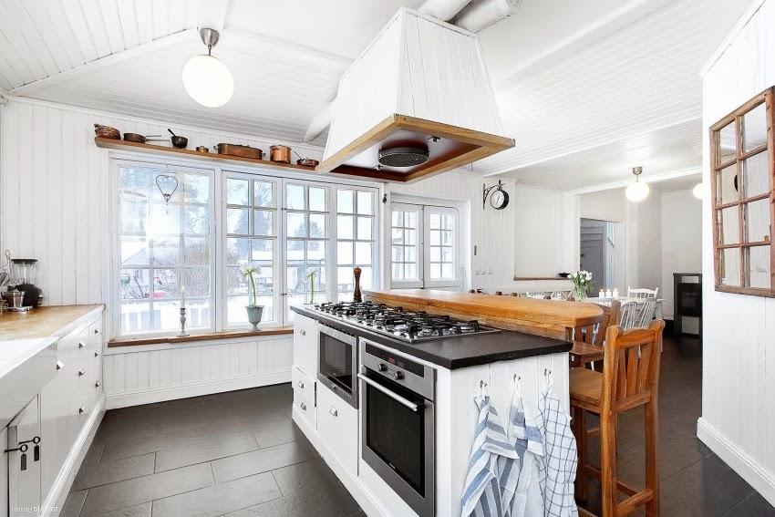 Fotele w niebieską kratę w skandynawskiej aranżacji, wystrój wnętrz, wnętrza, urządzanie domu, dekoracje wnętrz, aranżacja wnętrz, inspiracje wnętrz,interior design , dom i wnętrze, aranżacja mieszkania, modne wnętrza, styl skandynawski, białe wnętrze, shabby chic, kuchnia, skandynawska kuchnia, biała kuchnia, projekt kuchni