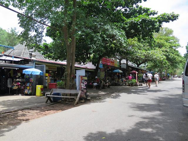 Zona de Restaurantes y Tiendas de Erawan
