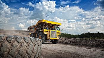 Mantenimiento y reparación de camiones como de maquinaria industrial