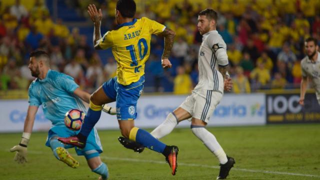 Sergio Araujo dió el segundo gol del empate