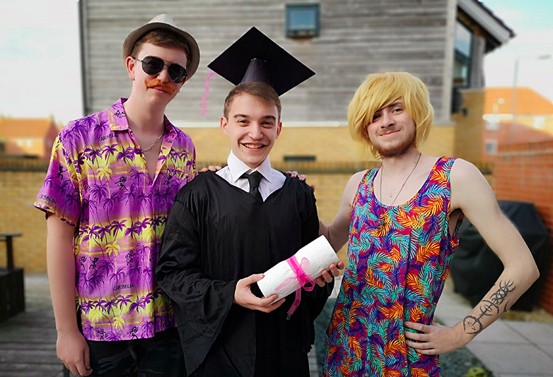 Friends hilariously step in for guy whose parents couldn't make it to Graduation Day