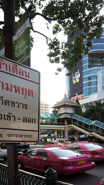 Изображение фрагмента одной из улиц в Бангкоке