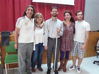 Ο Βαγγέλης Αυγουλάς με καθηγήτριες και μαθητές