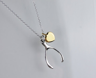 https://www.milasilver.se/smycken/halsband/m-halsband-wishbonegold-heart.html