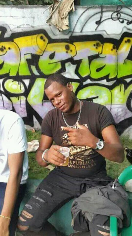 Muere herrero en Cabral tras recibir descarga eléctrica mientras soldaba en discoteca.