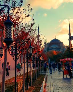 Istanbul, la Moschea Blu al tramonto
