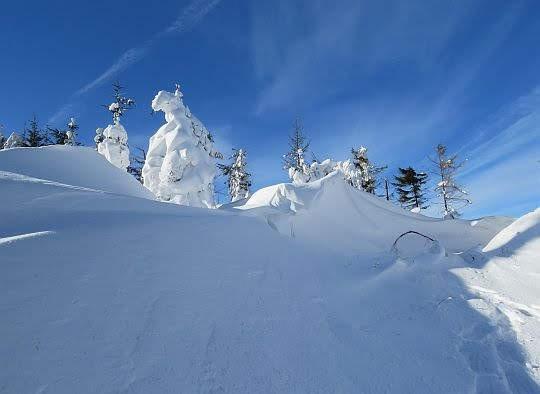 Zwały śniegu na Urwanicy.