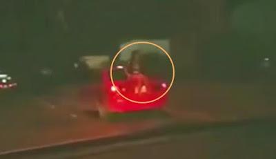 Penampakan Hantu Gadis di Belakang Mobil yang Melaju