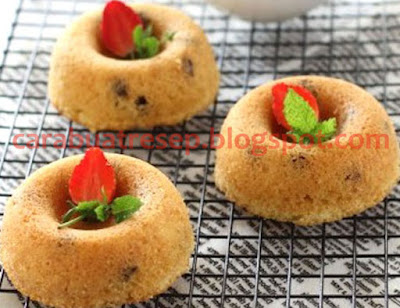 Foto Resep Yoghurt Cake NCC Sederhana Spesial Topping Taburan Kismis Sultana Hiasan Strawberry Lezat