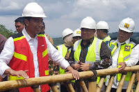 http://okekiuq.blogspot.com/2017/12/jawaban-jokowi-ketika-disindir-mengenai-banjir-jakarta.html