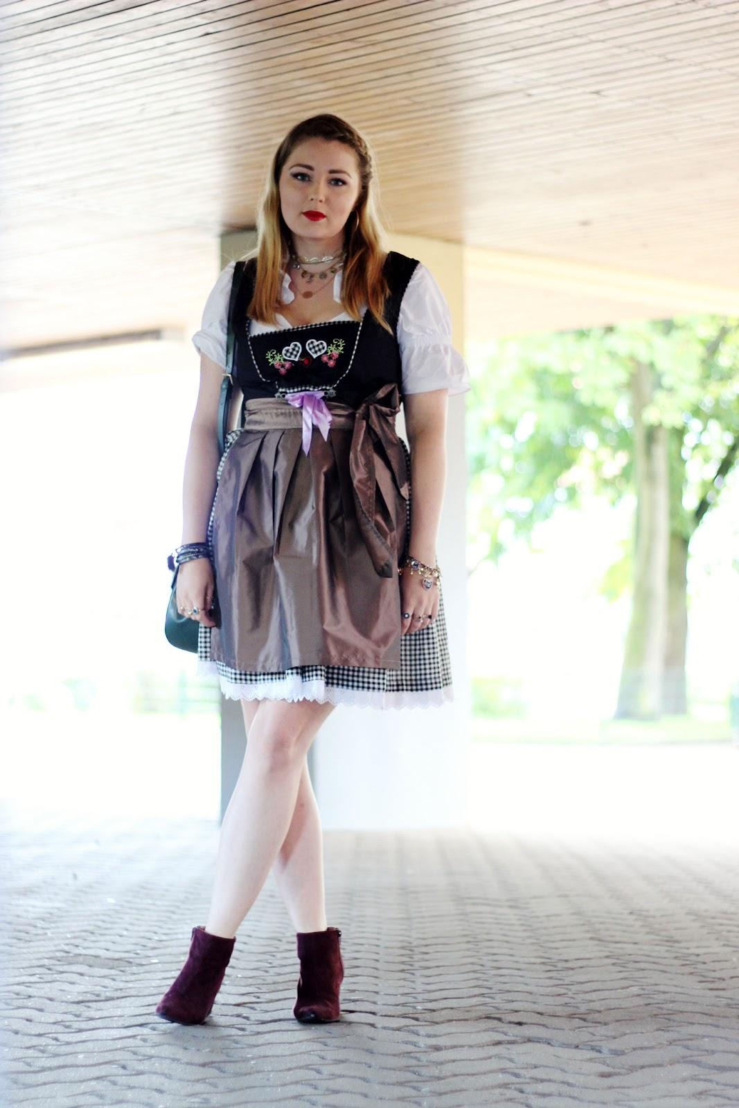 Drindl, Modeblogger, München, Hamburg, Oktoberfest, tracht, traditionell, modern, Stickerei, fake fur Puschel, Anhänger
