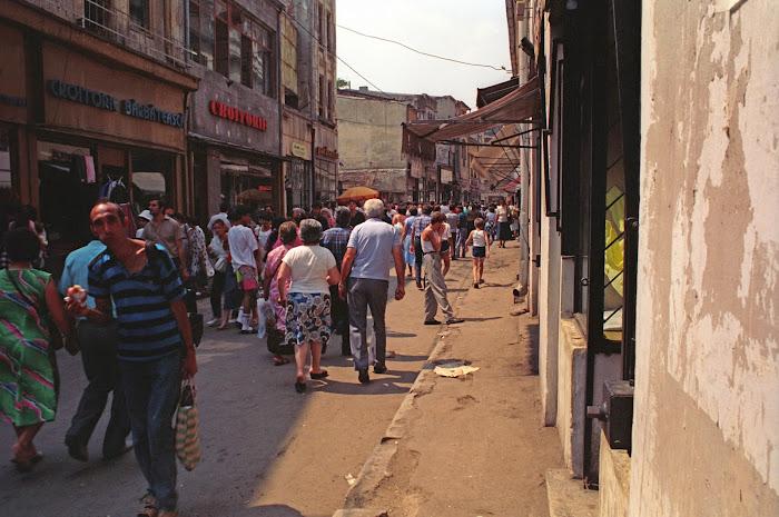 Bucarest, rue Lipscani, © L. Gigout, 1990