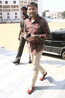 اکبرالدین اویسی نے گورنمنٹ جونیئر کالج کے ذمہ داروں کو دیڑھ لاکھ روپیہ کا چیک حوالے کیا۔