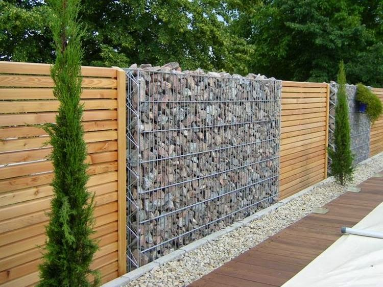 ideas for garden fencing: Garden fence of natural stone and wood