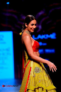 Bollywood Actress Malaika Arora Khan Walks on Ramp at LFW Summer 2017  0015.jpg