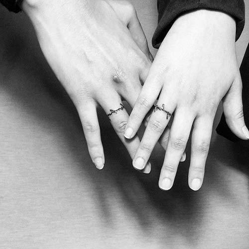 wedding ring finger tattoo for couples çiftler için yüzük parmağı dövmeleri 3