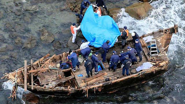 Barcos fantasmas nortecoreanos chegam ao Japão com lúgubres cargamentos