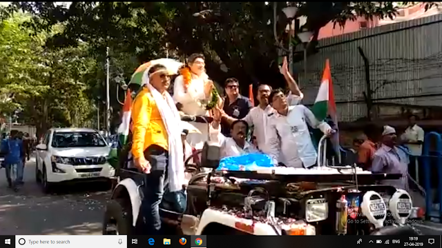 To Avoid Campaign Battle In The Sun, TMC Candidate Uses His Statue