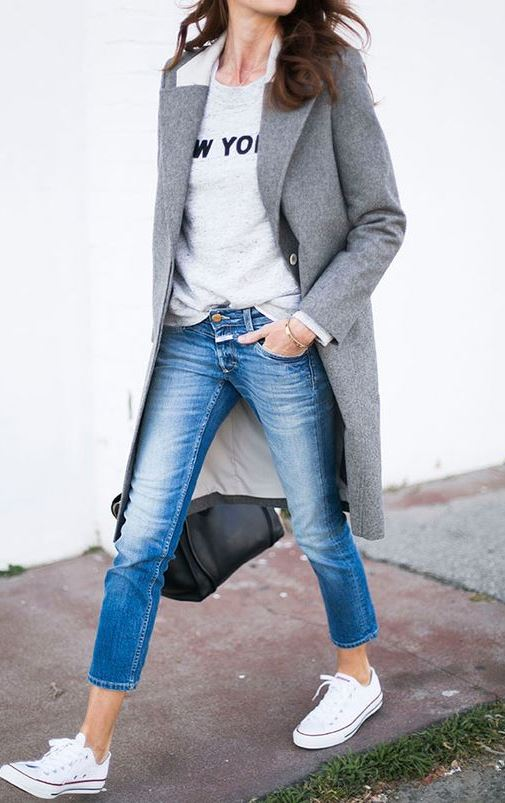 how to wear a pair of jeans for office : white converse + grey coat + bag + printed sweatshirt