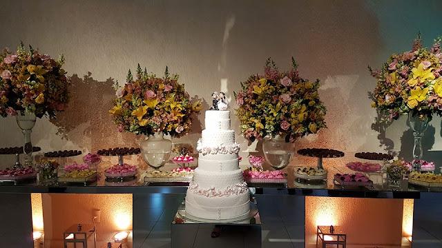 Encontrei mais uma linda foto de nossos Noivinhos - Topos de bolo!
