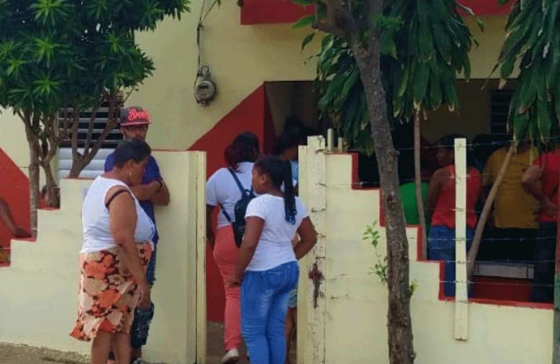 Niña de tres año muere ahogada al caer en pozo séptico en Santiago