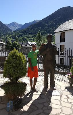 With Fermin, the Aragónes giant, in Sallents (he was 2,29m)