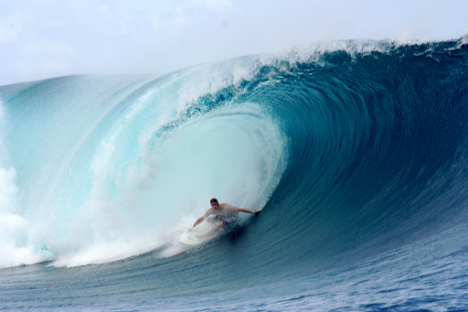 Big Wave Surfing: Surfing Images