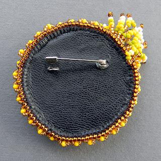 купить необычные украшения из бисера брошь аксессуар с кораллом ручной работы
