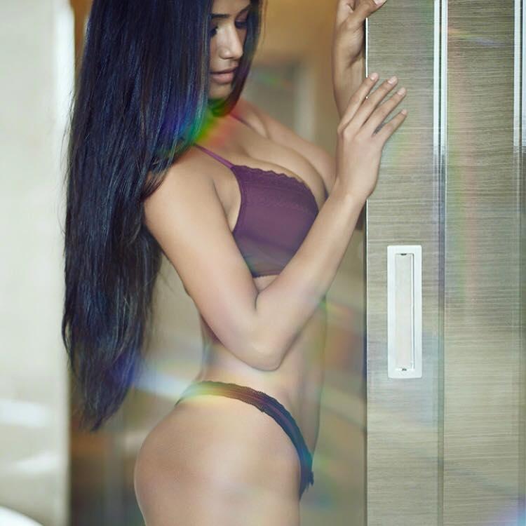 Poonam Pandey Hot Sexy Bikini Images-5590