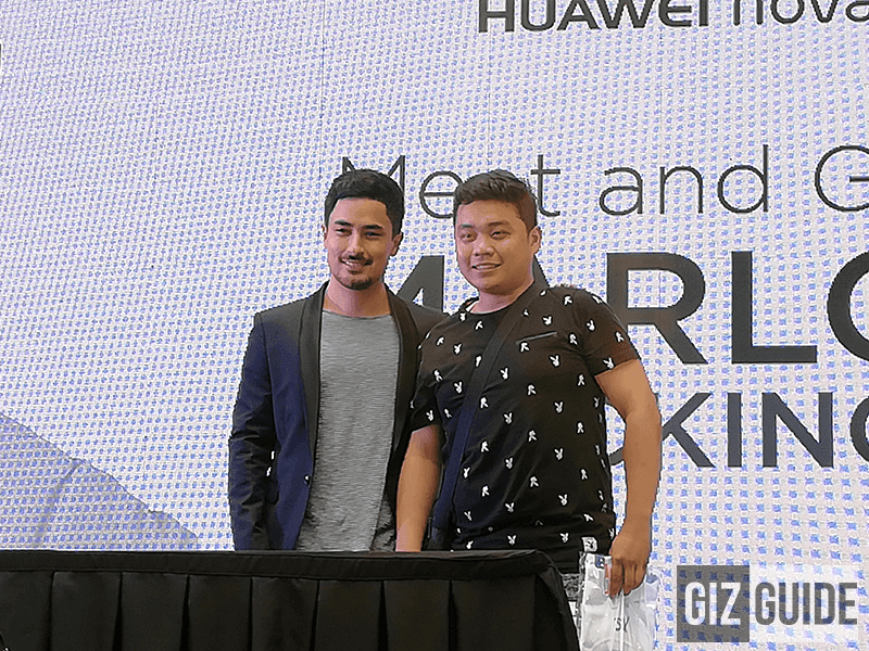 Marlon Stockinger w/ Luigi Yu, the first buyer of Huawei Nova 2i in MOA