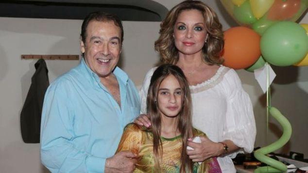Δείτε πως μεγάλωσε η κόρη του Τόλη Βοσκόπουλου και της Άντζελας Γκερέκου – Είναι ΚΟΥΚΛΑ