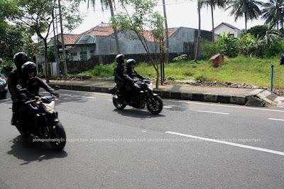 Motor pengawal Presiden Joko Widodo yang menempel di mobil dinas kepresidenan.