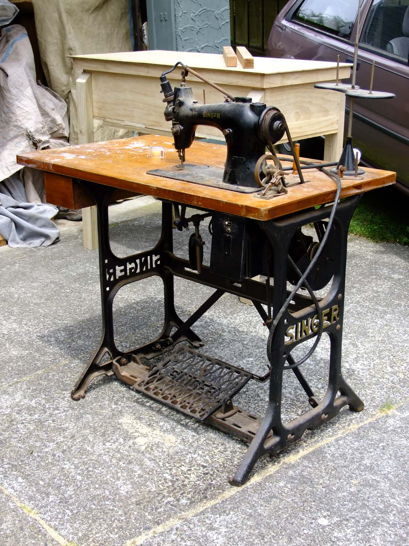 Bravo Henry Diy Singer Sewing Table