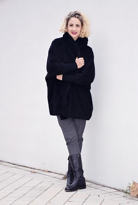 Outfit-abrigo-negro-capucha-4