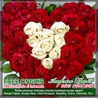 rangkaian bunga mawar bentuk hati di bekasi