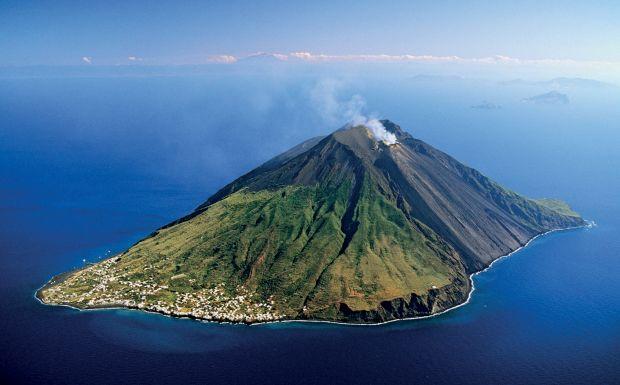 STROMBOLI ISLAND AEOLIAN ISLANDS, SICILY, ITALY