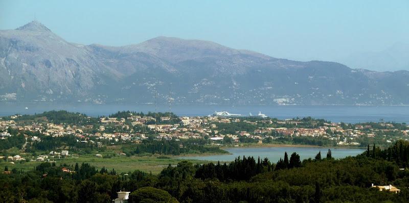 Ausblick vom Achilleion Palast Korfu auf Kanoni und das griechische Festland