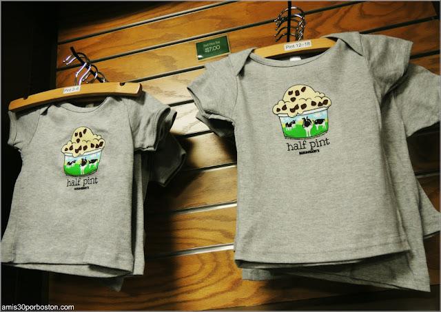 Camisetas en la Tienda de Regalos de la Fábrica de Ben & Jerry's en Vermont