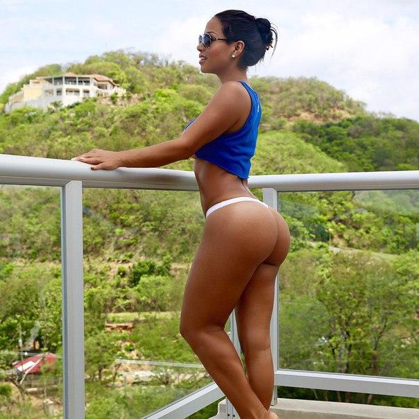 Dolly Castro bomb that sports 01