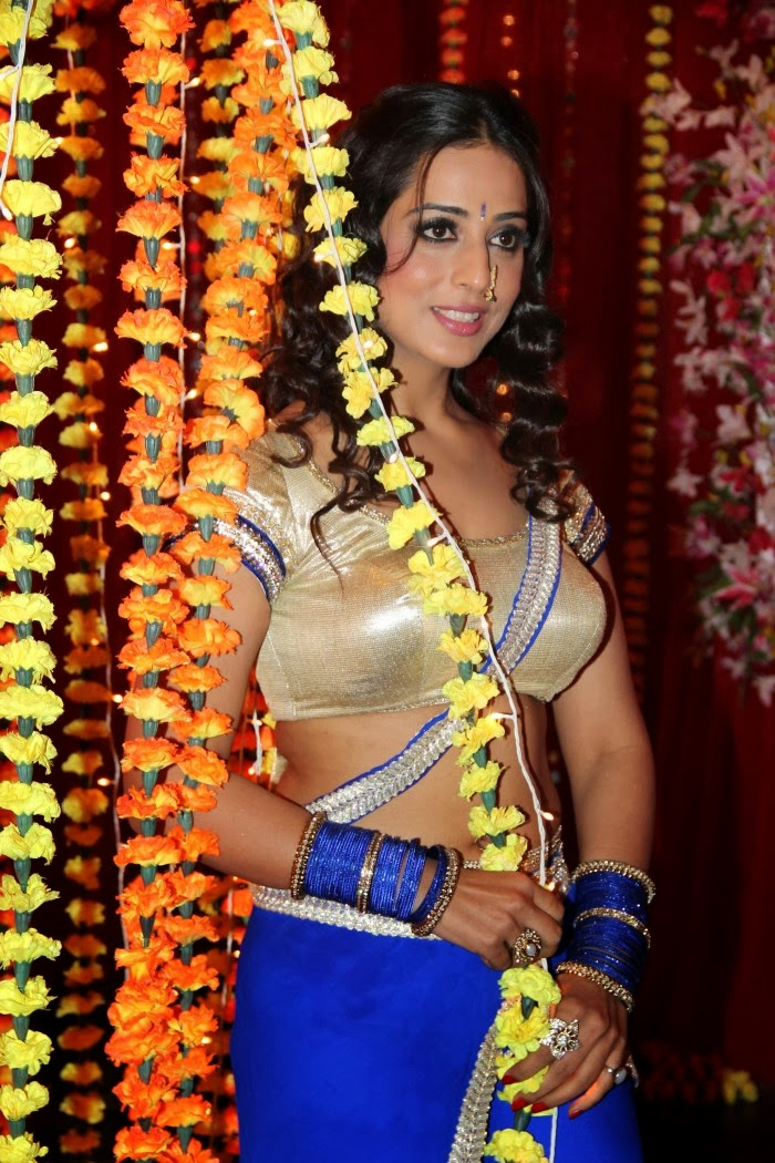 hot sexy Mahie gill hot photos at gang of ghosts shooting spot