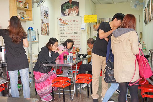 DSC06511 - 熱血採訪│立偉麵食太原店,一麵三吃多重滋味,麻醬吃到飽,30年老店經濟實惠