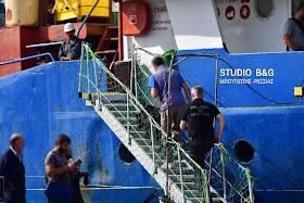 Αιφνιδιαστικός έλεγχος φορτηγού πλοίου στο Ναύπλιο που μεταφέρει μάρμαρα (βίντεο)