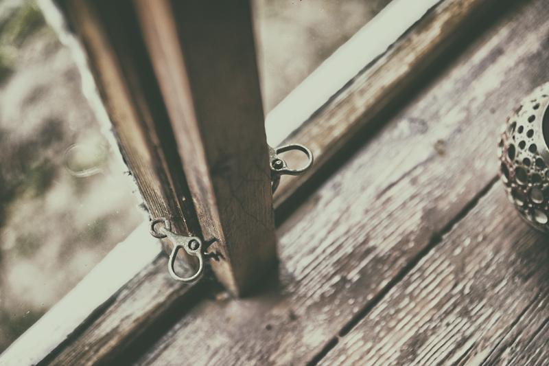 stillography, stillmoments, summer cottage, mökki, saari, suomalainen, luonto, scandinavian, nordic, slow living, Visualaddict, valokuvaaja, Frida Steiner, ikkuna, yksityiskohta