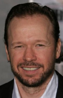 Robert Wahlberg siblings, age, net worth, movies, contraband, wiki, biography