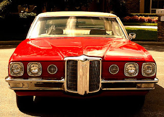 1970 Pontiac Bonneville Luxury Coupe Front